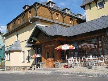 http://www.penzion-hotel.cz/foto/male/praha-bozi-dar-budova_1174233629.jpg